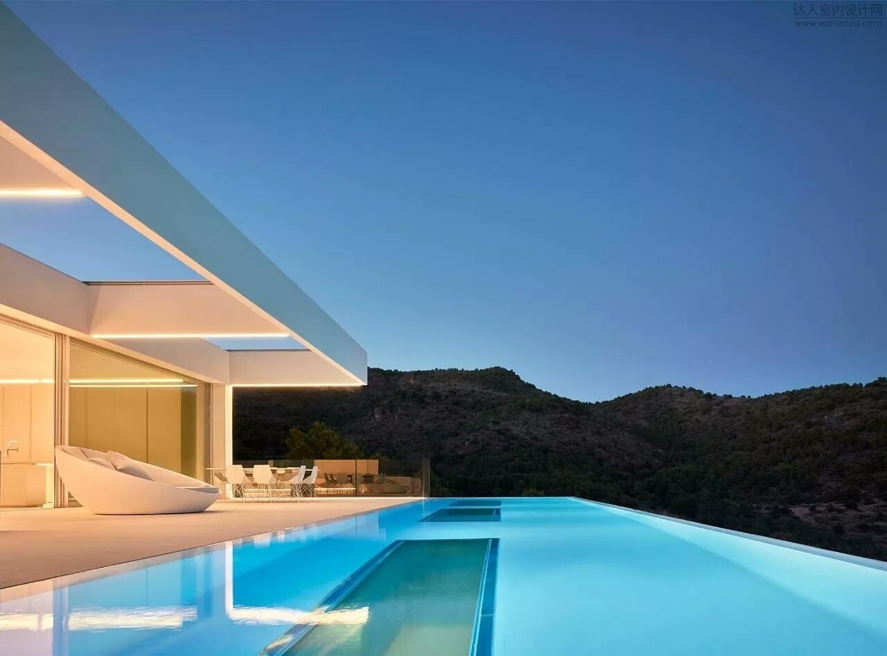 Ramón Esteve设计--屋顶空中泳池极简别墅
