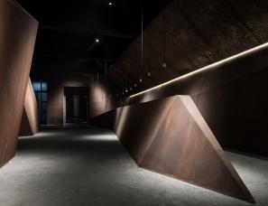 行走的感性-隐秘的力量 | 艾克建筑设计办公室