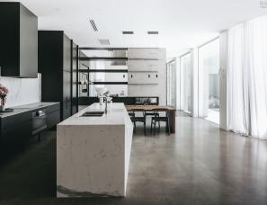 Williams Burton Leopardi--brighton-residence