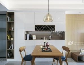 大客厅、中西厨、隐形门,79平简约风竟装出100平既视感