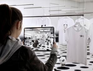 curiosity--新开的日本商店使用灯光和AR讲述品牌故事