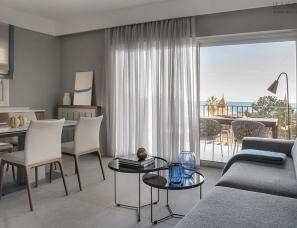 Maria Gubina--俯瞰大海的公寓